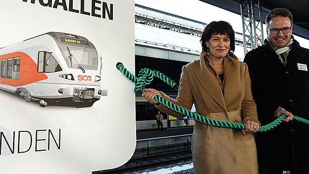 Die Bundesrätin Doris Leuthard weiht die neue St. Galler S-Bahn ein.