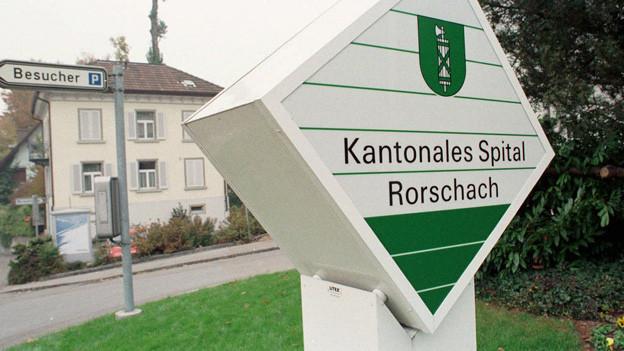 Schild vor dem Spital Rorschach