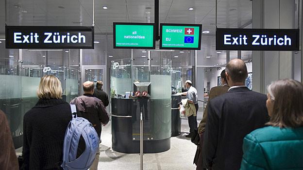 In der Regel gibt es Aufenthaltsbewilligungen nur für EU-Bürger mit einer Arbeit in der Schweiz