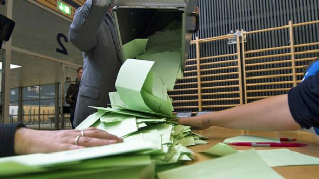 Symbolbild: Auszählung der Stimmzettel