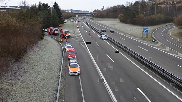 Autobahn A1 und Polizeiwagen.