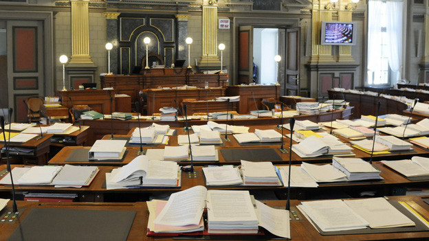 Unterlagen auf den Pulten der Kantonsräte