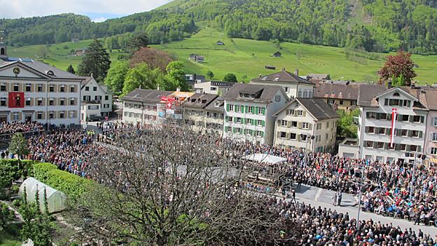 Nach einer langen Diskussion lehnt die Glarner Landsgemeinde den neuen Busbahnhof ab.