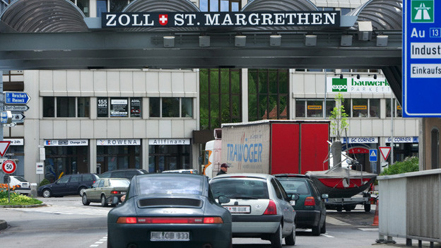 Der Lastwagenverkehr aus der Schweiz nach Österreich wird künftig via St. Margrethen geleitet.