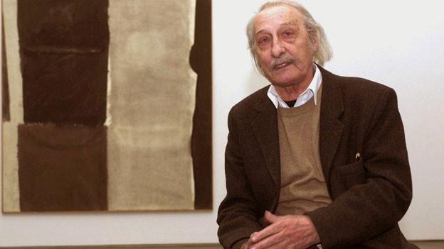 Matias Spescha vor einem seiner Werke kurz vor seinem Tod im Jahr 2008.