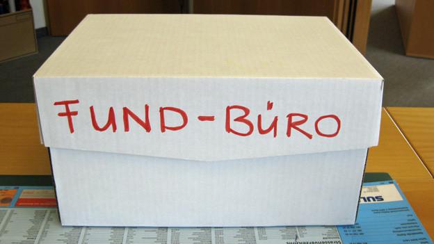 Eine Kiste im Fundbüro