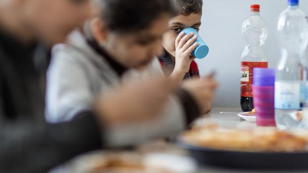Flüchtlingskinder am Mittagstisch