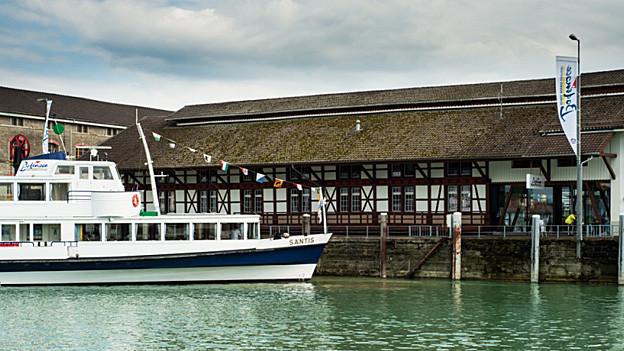Passagierschiff am Hafen