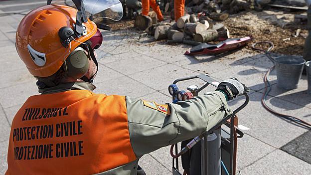 Zivilschutzkraft bei einer Übung