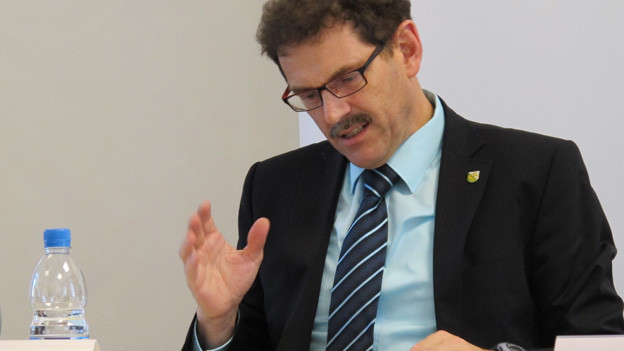 Der Regierungsrat Jakob Stark präsentiert das Budget 2015