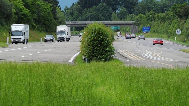 Die Lücke zwischen Uster und Hinwil wurde wegen fehlendem Geld und Einsprachen bei der Linienführung nicht gebaut.