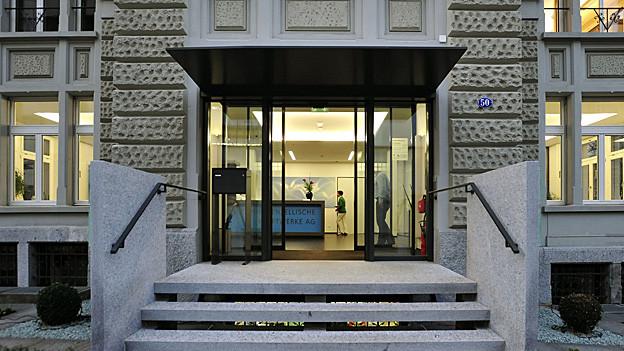 Eingang zum SAK-Gebäude.