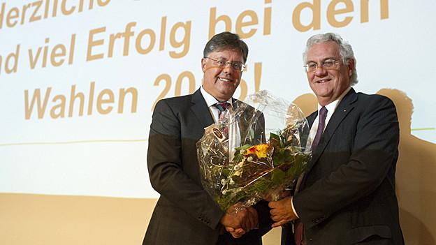 Herbert Huser gratuliert Thomas Müller