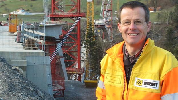Baustellenchef Gabriel Derungs vor «seiner» Taminabrücke.