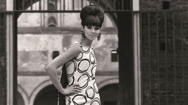 Stoffe aus dem Glarnerland für die Haute Couture im Jahre 1963.