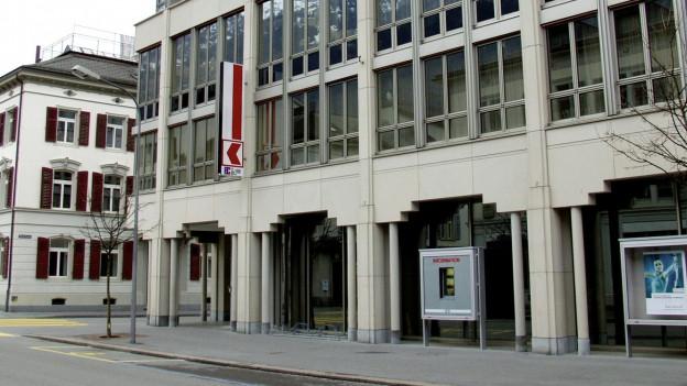 Die Glarner Kantonalbank von aussen