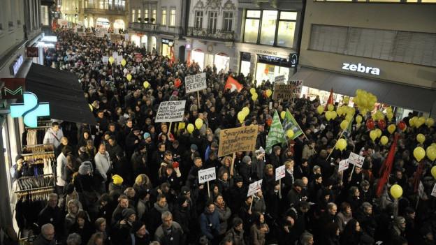 Im Jahr 2012 demonstrierte das Staatspersonal gegen Lohnkürzungen - mit Erfolg.