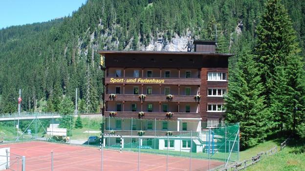Bei Arosa eröffnet der Kanton ein Asylzentrum.