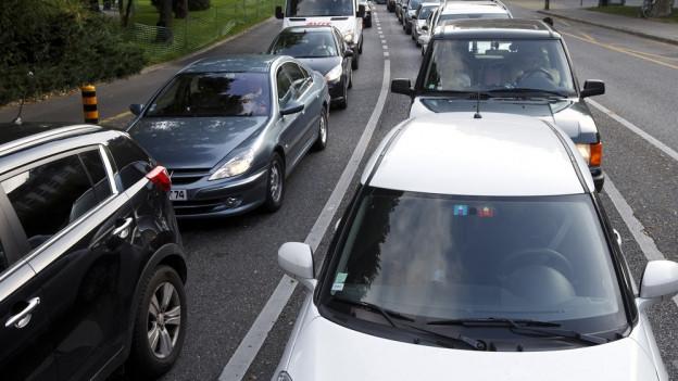 Die Autofahrer in Graubünden bezahlen zu hohe Gebühren.