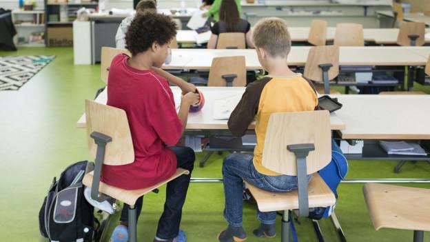 Im neuen Lehrplan werden neu Akzente gesetzt, zum Beispiel bei Medien und Informatik.