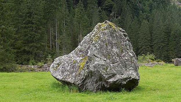 Steinen einen Namen geben - eine Aktion des Künstlers Hansruedi Fricker