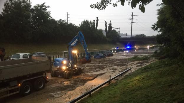 Die Autobahn A1 bei Wil blieb die ganze Nacht gesperrt