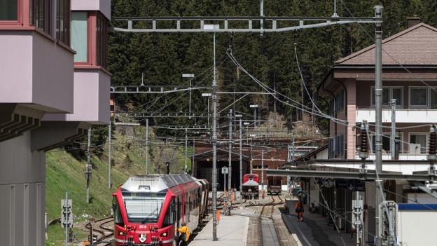 Wegen Gleisschäden derzeit nicht erreichbar: der Bahnhof Arosa.