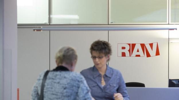 Die Regionalen Arbeitsvermittler (RAV) haben ein bisschen weniger zu tun.