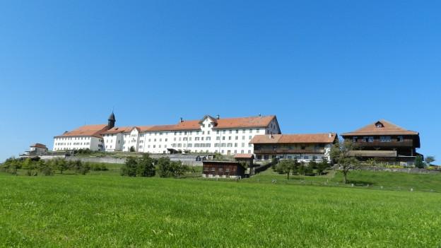 Das Kloster Berg Sion oberhalb von Gommiswald.