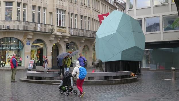 Ein Ausstellungsobjekt in der St. Galler Altstadt