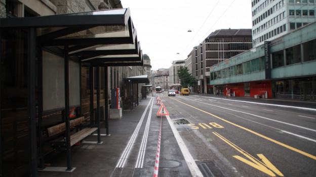 Die Busse fahren neu von verschiedenen Haltestellen an den Nebenstrassen.