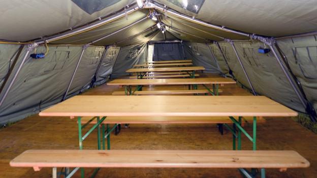 Armeezelte für Flüchtlinge in Lyss BE