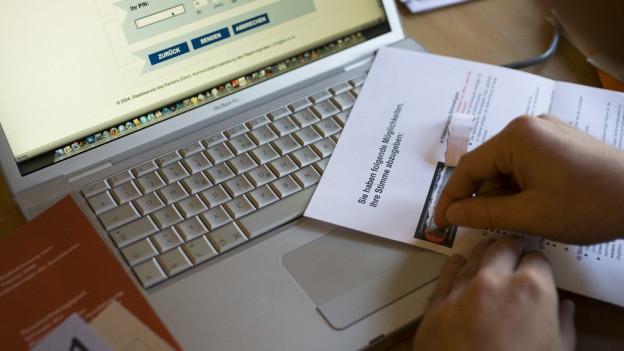 Das e-Voting der Ostschweizer Kantone sei unsicher, so der Bundesrat.