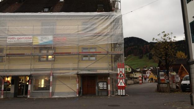 Bild in Lightbox öffnen. Bildlegende: Eine der vielen Baustellen in Appenzell. Der Immobilienmarkt ist überhitzt, sagen Beobachter.