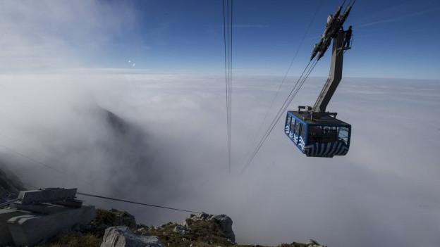 Säntisbahn über dem Nebel