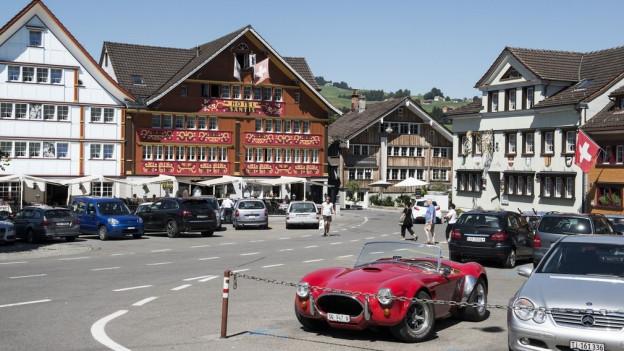 Parkplätze in Appenzell könnten bald kostenpflichtig werden.