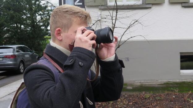 Die Kamera ist der treue Begleiter vonTino Nüesch