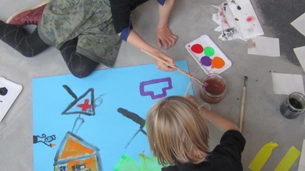 Kunst nicht nur sehen, sondern auch selber künstlierisch aktiv sein.