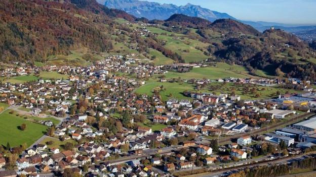 In den Dörfern Azmoos, Trübbach, Weite, Malans, Oberschan, Gretschins und Fontnas flattern schon bald wieder die Fahnen.