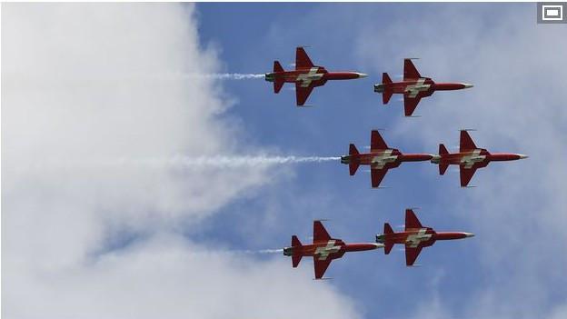 Patrouille Suisse im Formationsflug.