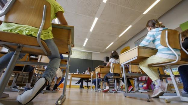 Der Lehrplan 21 soll in den 21 deutschsprachigen Kantonen der Schweiz eingeführt werden. In 13 regt sich aber Widerstand.