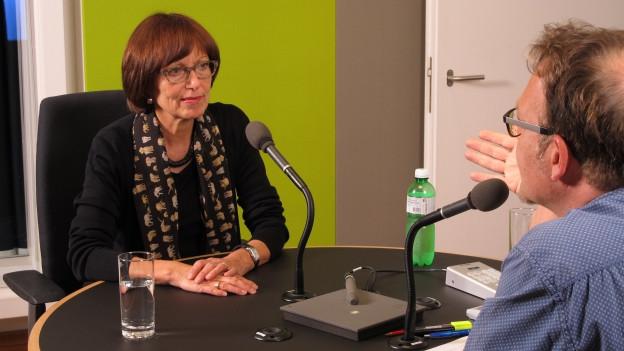 Pro Infirmisdirektorin Rita Roos im Gespräch mit Markus Wehrli