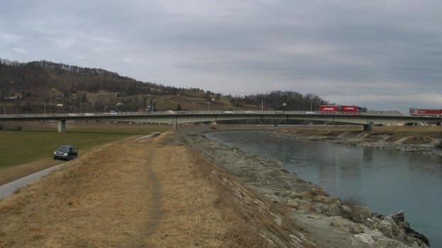 Die rund 60 Jahre alte Rheinbrücke muss dringend saniert werden.