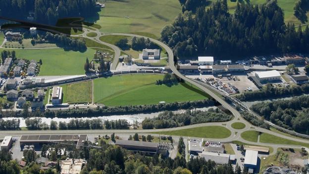 Zwei neue Kreisel und eine 250 Meter lange Brücke. Die Umfahrung Ilanz wird am Mittwoch eröffnet.