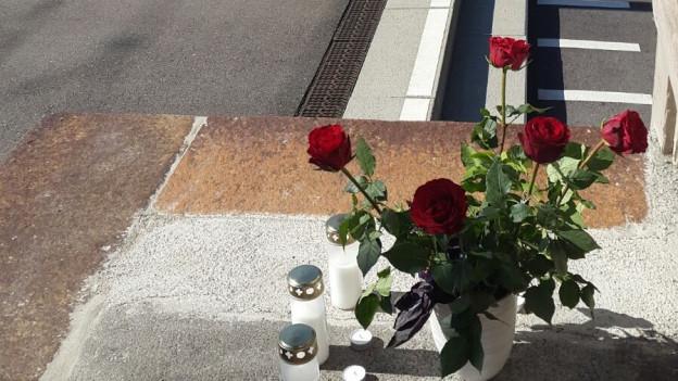 Unbekannte haben Blumen niedergelegt
