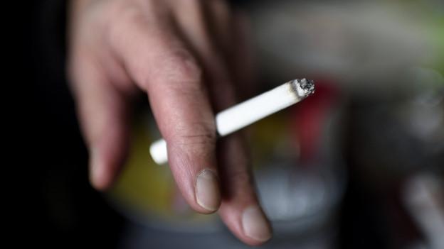 Rauchen bleibt in den Bündner Gaststätten auch weiterhin nur in Fumoirs oder unter freiem Himmel erlaubt.
