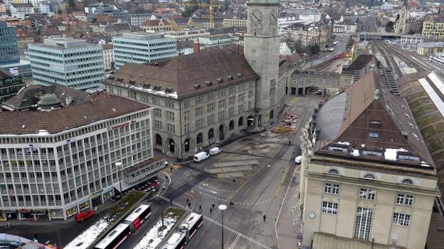 Die Fachhochschule St. Gallen schickt die Architekturstudenten in die Hauptpost.