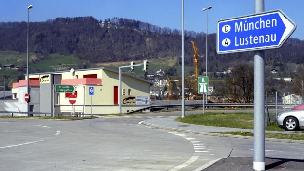 Die Forderung nach einer Autobahnverbindung vom Rheintal nach Vorarlberg ist nicht neu.