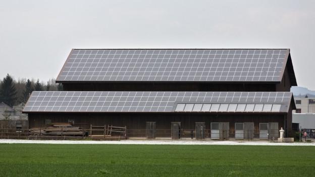 Scheune mit Solaranlage