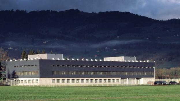 Blick auf das Gefängnis